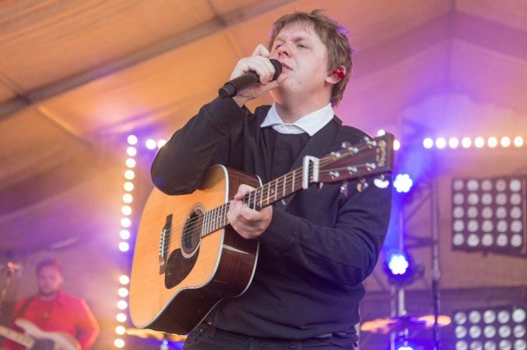 Lewis Capaldi's 10th anniversary special performance on the outdoor stage